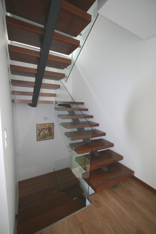 Escada c estrutura met lica e prote o de vidro itm madeiras - Categoria a3 casa ...