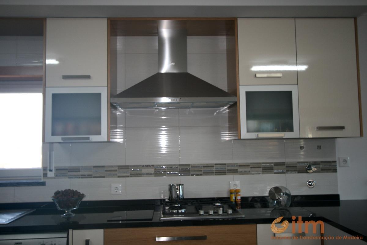 Fabrico De Cozinha Moderna Detalhe Exaustor Itm Madeiras